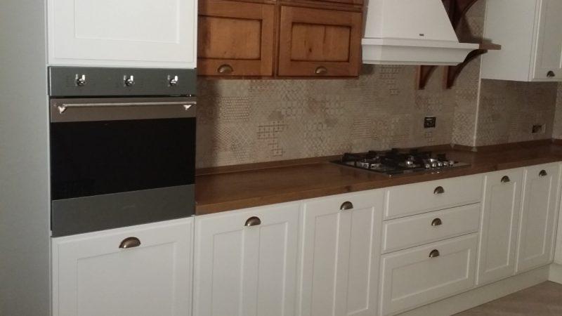 Cucina Scavolini Bianca e noce