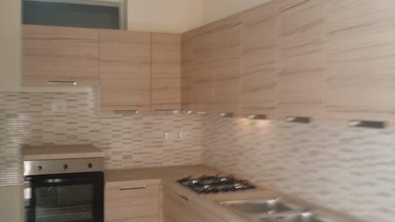 Cucina Angolare con lavastoviglie di libera installazione